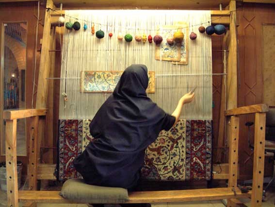 Exports of Iranian hand-woven carpets rise by 21.7%